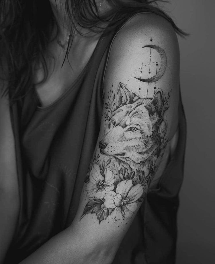 Kolda Kurt, Ay ve Çiçeklerle Yaratıcı Dövme